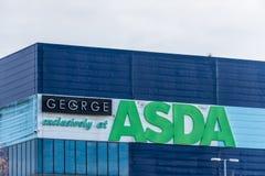 Northampton Großbritannien am 9. Dezember 2017: Logo ASDA George Warehouse unterzeichnen herein Brackmills-Industriegebiet Lizenzfreie Stockfotografie