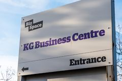 Northampton Großbritannien am 10. Januar 2018: Geschäfts-Raum Kilogramm-Geschäftszentrum-Logozeichenstand Lizenzfreie Stockfotografie