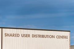 Northampton het UK 09 December, 2017: Het gedeelde teken van het het Centrumembleem van de Gebruikersdistributie in het Industrië Royalty-vrije Stock Afbeeldingen
