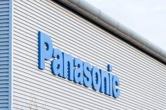 Northampton het UK 09 December, 2017: Panasonic-het embleemteken van de Logistiekdistributie in het Industriële Landgoed van Brac Stock Foto