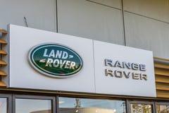 Northampton, het UK - 25 Oct, 2017: Dagmening van het embleem van Landrover range rover bij Rivieroever Kleinhandelspark Royalty-vrije Stock Fotografie