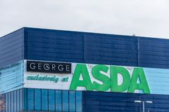 Northampton R-U le 9 décembre 2017 : Site industriel de Brackmills de connexion de logo d'ASDA George Warehouse photographie stock libre de droits