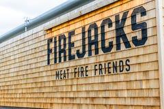 NORTHAMPTON, R-U - 29 OCTOBRE 2017 : La vue de jour a tiré du logo d'amis du feu de viande de Firejacks en parc de vente au détai Images stock