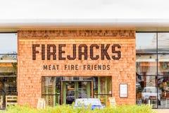 NORTHAMPTON, R-U - 29 OCTOBRE 2017 : La vue de jour a tiré du logo d'amis du feu de viande de Firejacks en parc de vente au détai Photo stock