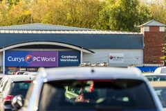 Northampton, R-U - 25 octobre 2017 : Vue de jour de logo de Carphone Warehouse du monde de PC de Currys au parc de vente au détai images stock