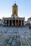 Northampton, Regno Unito - 10 agosto 2017: Chiara vista di mattina del cielo di tutta la chiesa dei san nel centro di Northampton Fotografia Stock Libera da Diritti