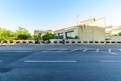 Northampton, Regno Unito - 10 agosto 2017: Chiaro punto di vista di mattina del cielo dei tribunali penali di Northampton che cos Immagine Stock Libera da Diritti