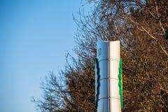Northampton, Regno Unito - 25 febbraio 2018: Vista di giorno del logo di British-Petroleum BP nel centro città Immagine Stock Libera da Diritti