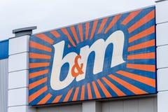 Northampton, Regno Unito - 26 ottobre 2017: Vista del logo del BM in Nene Valley Retail Park Fotografia Stock Libera da Diritti