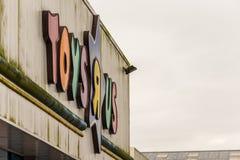 Northampton, Regno Unito - 26 ottobre 2017: Vista del logo di ToysRus in Nene Valley Retail Park Fotografia Stock Libera da Diritti