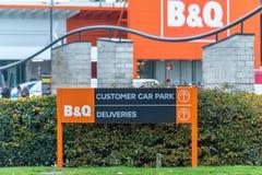 Northampton, Regno Unito - 26 ottobre 2017: Vista del logo del segnale stradale di Bq in Nene Valley Retail Park Immagini Stock
