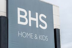 Northampton, Regno Unito - 26 ottobre 2017: Vista di BHS a casa e del logo dei bambini in Nene Valley Retail Park Fotografie Stock