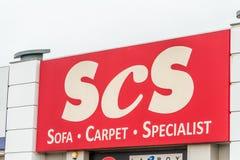 Northampton, Regno Unito - 26 ottobre 2017: Vista di SCS Sofa Carpet Specialist Logo in Nene Valley Retail Park Fotografia Stock