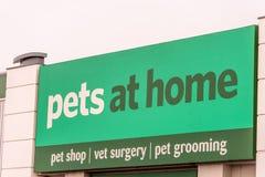 Northampton, Regno Unito - 26 ottobre 2017: Vista di un logo degli animali domestici a casa in Nene Valley Retail Park Immagine Stock