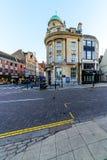 Northampton, Reino Unido - 10 de agosto de 2017: Opinión clara de la mañana del cielo de las calles del centro de Northampton Tow Imagenes de archivo