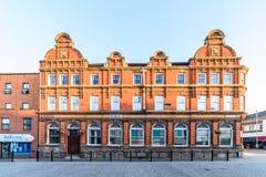Northampton, Reino Unido - 10 de agosto de 2017: Opinión clara de la mañana del cielo del edificio de la radio de la BBC en la ca Imagen de archivo libre de regalías