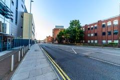 Northampton, Reino Unido - 10 de agosto de 2017: Opinión clara de la mañana del cielo de las calles del centro de Northampton Tow Imagen de archivo