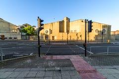 Northampton, Reino Unido - 10 de agosto de 2017: Opinión clara de la mañana del cielo los tribunales penales de Northampton que c Fotos de archivo