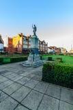 Northampton, Reino Unido - 10 de agosto de 2017: Opinión clara de la mañana del cielo del monumento conmemorativo de Mobbs en la  Imágenes de archivo libres de regalías