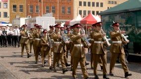 Northampton Reino Unido: 29 de junio de 2019 - tropas del desfile del día de las fuerzas armadas que marchan en la plaza del merc fotografía de archivo