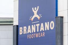 Northampton, Reino Unido - 26 de octubre de 2017: Vista de un logotipo del calzado de Brantano en Nene Valley Retail Park imagen de archivo