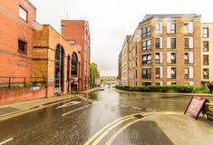 Northampton, UK - Aug 08, 2017: Chmurny deszczowego dnia widok Northampton Grodzkiego Centre ulicy Zdjęcia Stock