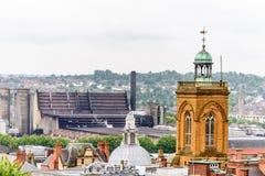 Northampton, UK - Aug 08, 2017: Chmurny deszczowego dnia widok Northampton Grodzkiego Centre ulicy Fotografia Stock