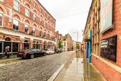 Northampton, UK - Aug 08, 2017: Chmurny deszczowego dnia widok Northampton Grodzkiego Centre ulicy Obraz Stock