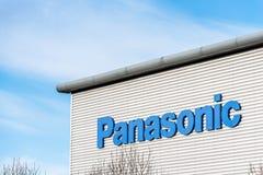 Northampton UK December 09, 2017: Logoen för Panasonic logistikfördelning undertecknar in Brackmills det industriella godset royaltyfria foton