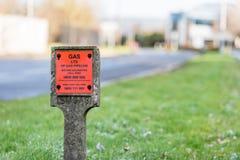 Northampton UK December 09, 2017: Undergound gasledningvarning undertecknar in Brackmills det industriella godset Arkivbilder
