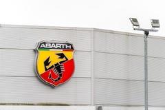 Northampton UK Februari 03 2018: Ställning för Abarth Fiat logotecken i den Northampton Town mitten Arkivfoton