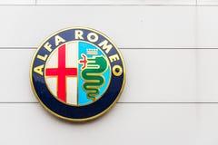 Northampton UK Februari 03 2018: Ställning för Alfa Romeo logotecken i den Northampton Town mitten Fotografering för Bildbyråer