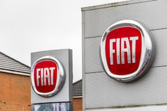 Northampton UK Februari 03 2018: Ställning för Fiat logotecken i den Northampton Town mitten Royaltyfria Foton