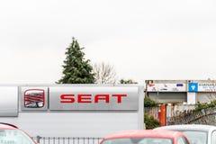 Northampton UK Februari 03 2018: Ställning för Seat logotecken i den Northampton Town mitten Arkivbild