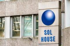 Northampton UK Januari 05, 2018: Ställning för SOL House logotecken Royaltyfri Fotografi