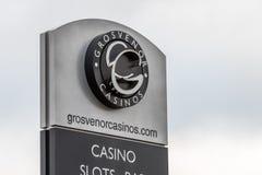 Northampton UK Januari 05, 2018: Ställning för tecken för Grosvernor kasinologo Arkivbilder