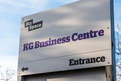Northampton UK Januari 10 2018: Ställning för tecken för logo för affärscentrum för affärs-utrymmekg Royaltyfri Fotografi