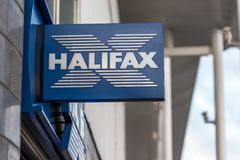 Northampton UK Januari 06 2018: Stolpe för Halifax logotecken Royaltyfri Fotografi