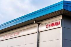 Northampton UK Januari 05, 2018: Yamaha logotecken på lagerväggen Royaltyfri Bild