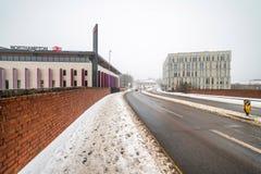 Northampton, UK - Mar 03, 2018: Chmurnej zimy dnia śnieżny widok Nowy Northampton dworzec Fotografia Royalty Free