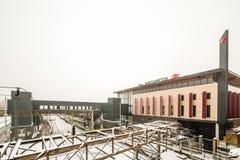 Northampton, UK - Mar 03, 2018: Chmurnej zimy dnia śnieżny widok Nowy Northampton dworzec Zdjęcie Royalty Free