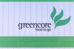 Northampton UK Oktober 3, 2017: Tecken för logo för Greencore matgrupp på fabriksväggen Northampton Royaltyfri Bild