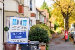 Northampton, UK - 29 2017 PAŹDZIERNIK: Dnia widoku strzał pośrednik w handlu nieruchomościami stojak Greatlets pokój Pozwalać Zdjęcia Stock