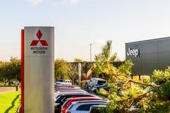 Northampton UK Październik 3, 2017: Mitsubishi Jedzie i dżipa loga znaka stojaka Northampton przemysłowa nieruchomość Obrazy Stock
