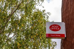 Northampton UK Październik 3, 2017: Urzędu Pocztowego loga znaka stojak Northampton Fotografia Royalty Free