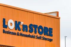 Northampton UK Styczeń 05 2018: LokNStore gospodarstwa domowego Biznesowej jaźni loga Składowy znak Zdjęcie Royalty Free