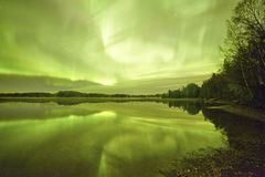 Northern lights lakescape at night Royalty Free Stock Photos