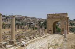 Northern Tetrapylon , Ancient Roman city of Gerasa of Antiquity. Columns in Colonnaded Street and Northern Tetrapylon at background, Ancient Roman city of Gerasa Stock Photography