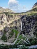 Noruega cerca del fiordo de Geiranger: Eagle Road foto de archivo libre de regalías