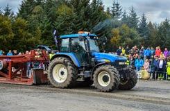 NORUEGA, DE SEPT. DE FARSTAD- EL 29 DE 2015: Tracción del tractor foto de archivo libre de regalías